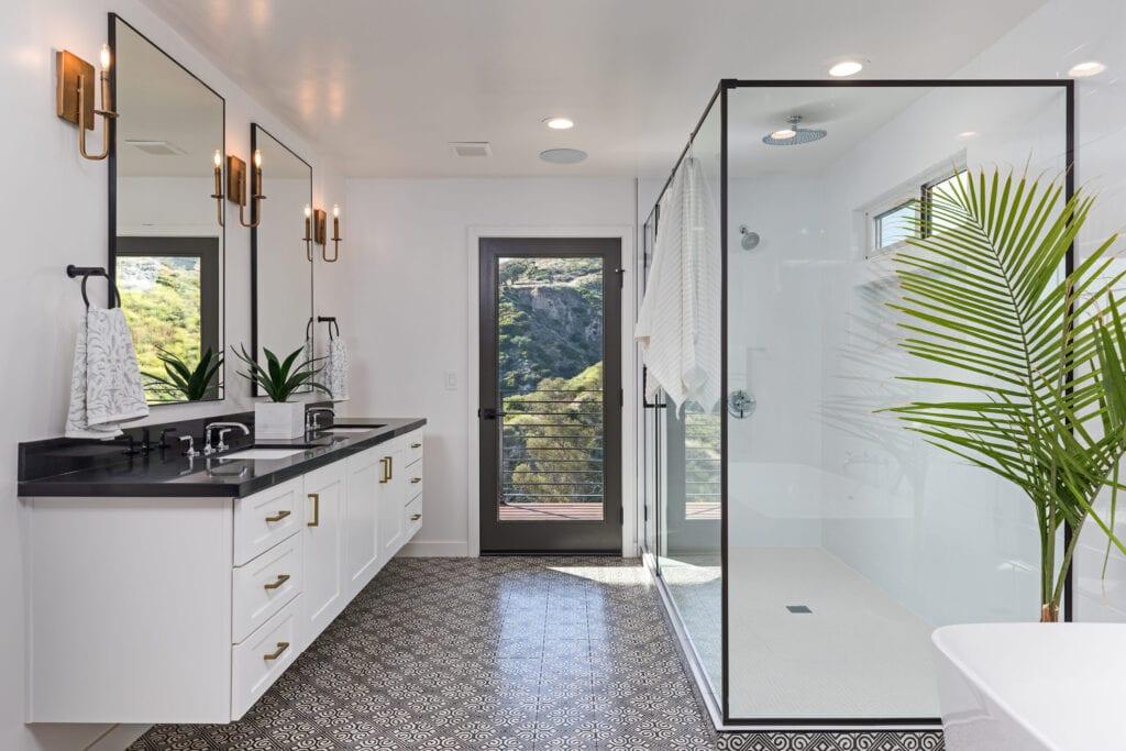 Photo of a contemporary looking bathroom