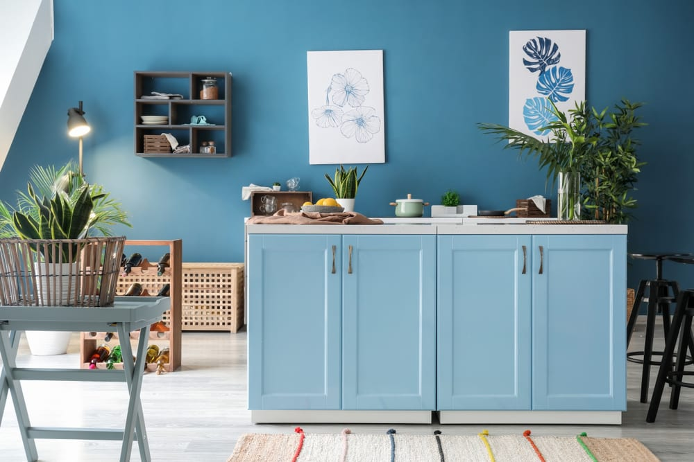 Blue tropical kitchen decor