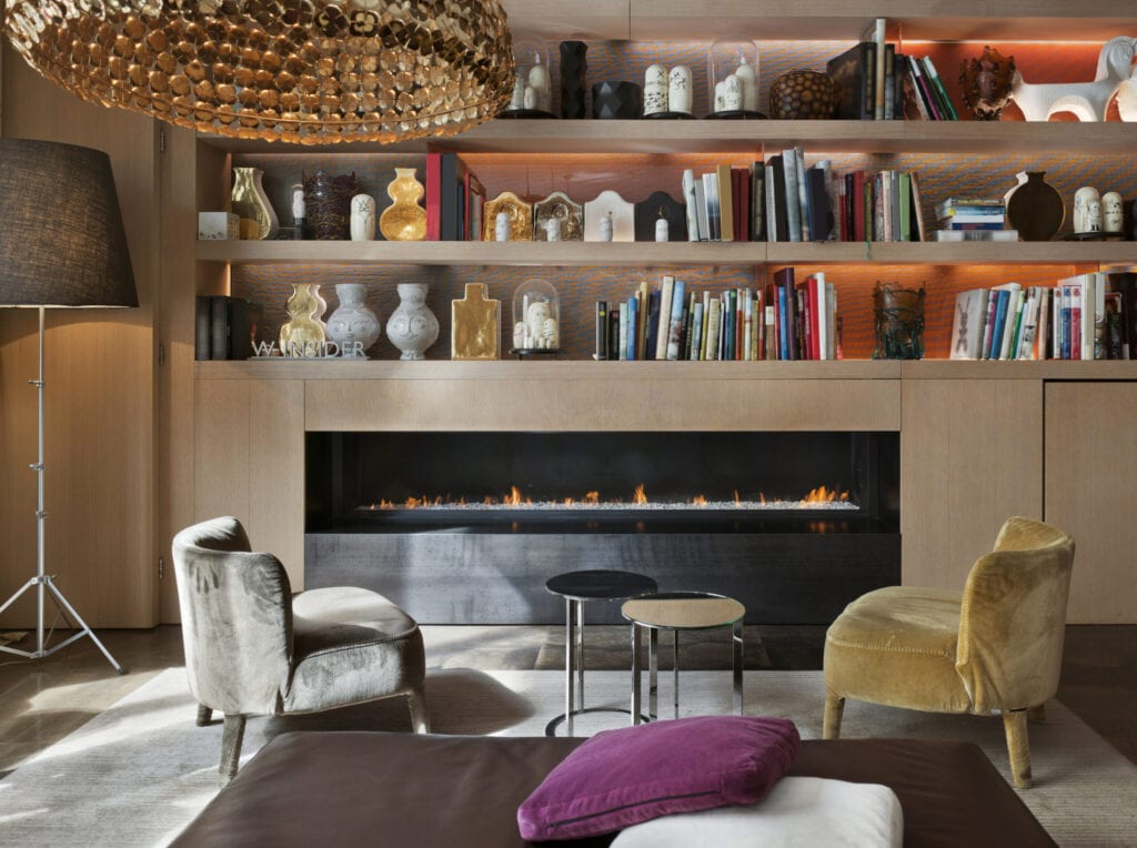 Luxury Restaurant in design Hotel in St. Petersburg; Interior; Lounge with fireplace