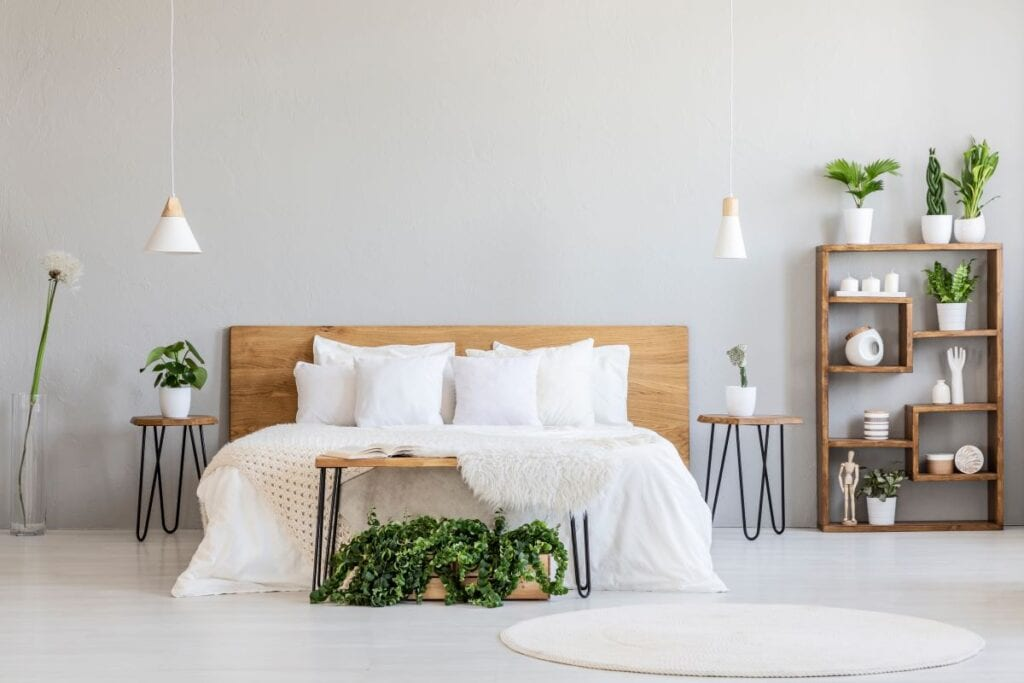 Greige bedroom walls with plants and modern look